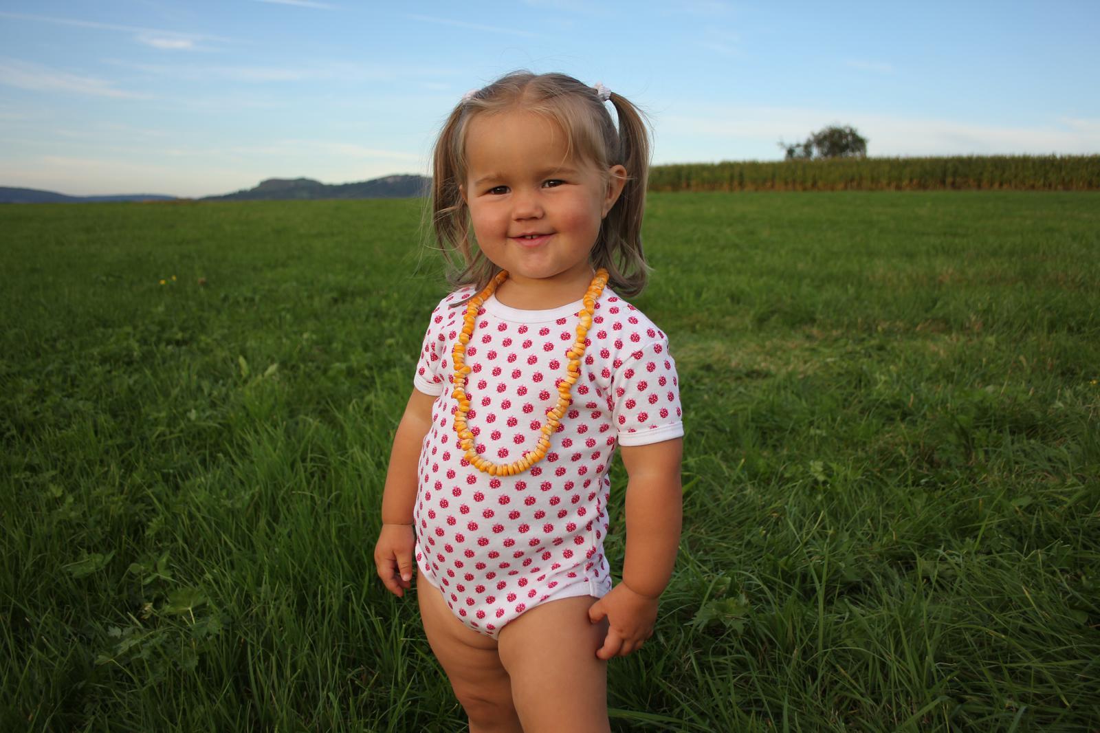 Maisketten fädeln|Maisketten|Naturmaterialien|Maisperlen|Spätsommer|Herbst|DIY|Basteln mit Kindern|Maiskolben|Glückswerkstatt