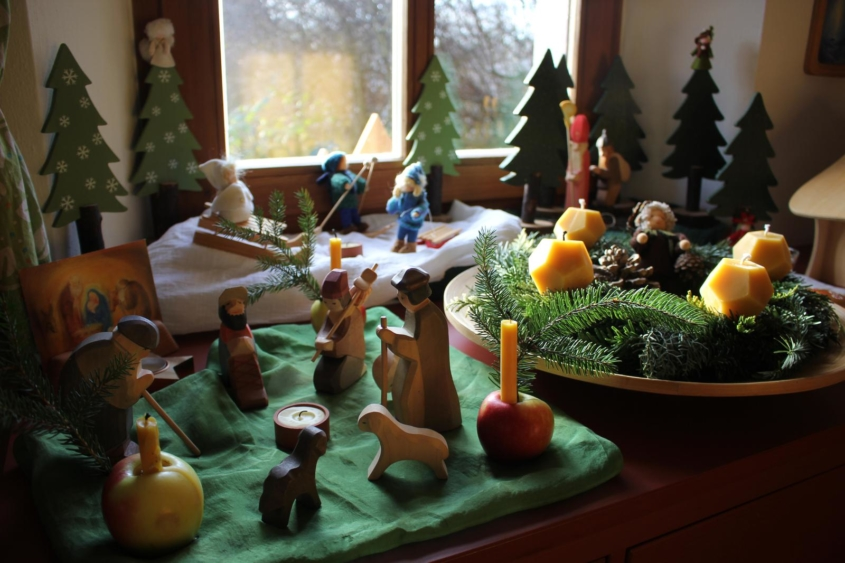 Unser Jahreszeitentisch in der Weihnachtszeit|Jahreszeitentisch|Weihnachtszeit|Advent|Waldorf|Waldorfinspired Home|Waldorfzuhause|Waldorfleben|Season Table|Seasontable|Ostheimer|