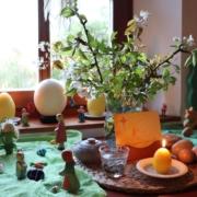 Unser Jahreszeitentisch in der Osterzeit|Jahreszeitentisch|Ostern|Osterzeit|Seasontable|Seasonstable|Naturetable|Jahreszeiten|Waldorf|Waldorfheim|Waldorfleben|Waldorfzuhause|Ostheimer