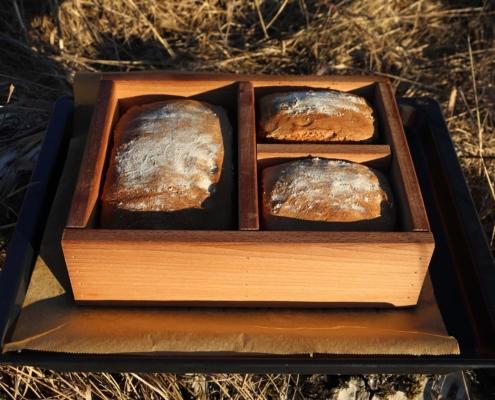 Sauerteig-Vollkornbrot aus dem Holzbackrahmen|Sauerteig-Vollkornbrot|Sauerteigbrot|Roggenbrot|Roggenmischbrot|Roggensauerteig|Dinkel|Roggen|Emmer|Einkorn|Brotgewürz|Greuther Teeladen|Fränkisches Brotgewürz|Holzbackrahmen|Bax im Holz|Brot backen|Vollkornbrot backen|Vollkornbrot
