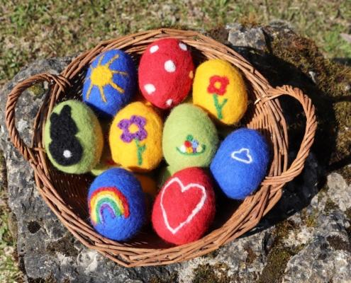 Ostereier filzen|Filzostereier|Oster-DIY|Nassfilzen|Trockenfilzen|Filzeier|Filzostereier|Basteln im Frühling|Basteln mit Kindern|Osterzeit