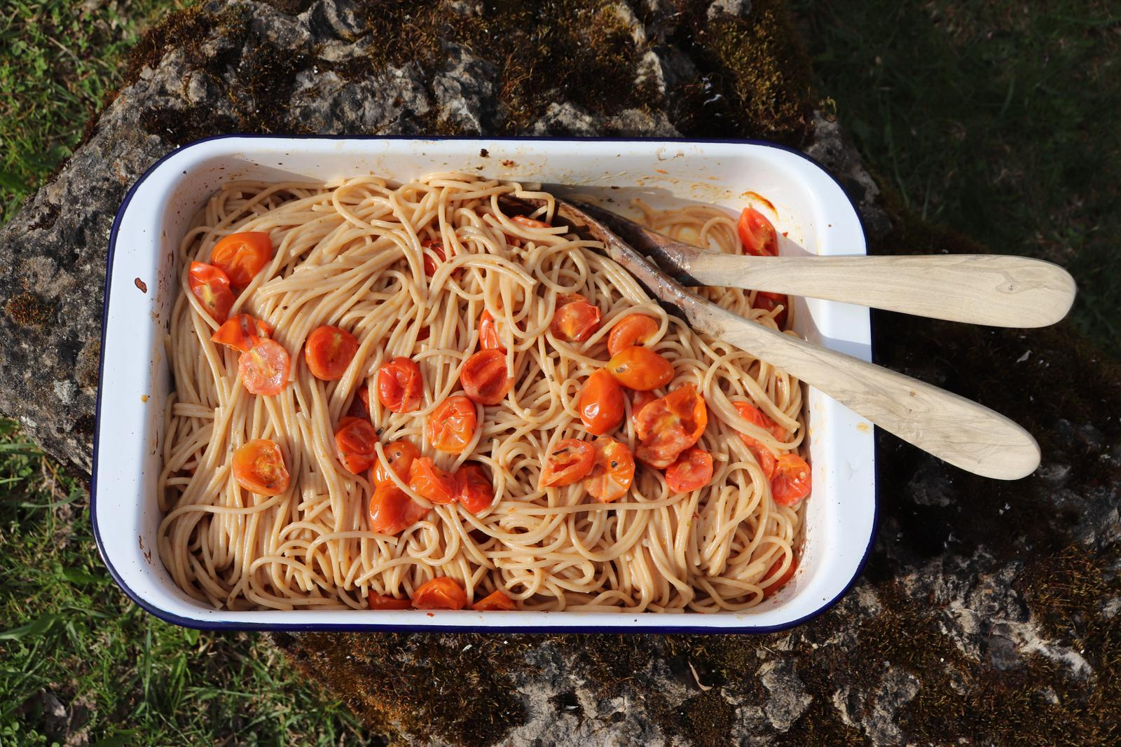 Vegane Feta-Pasta|vegane Feta-Spaghetti|vegan|vegane TikTok-Pasta|TikTok-Spaghetti|vegan und vollwertig|vollwertig und vegan|vegane Familienküche|vegane Familienrezepte|vollwertig|Vollkornspaghetti